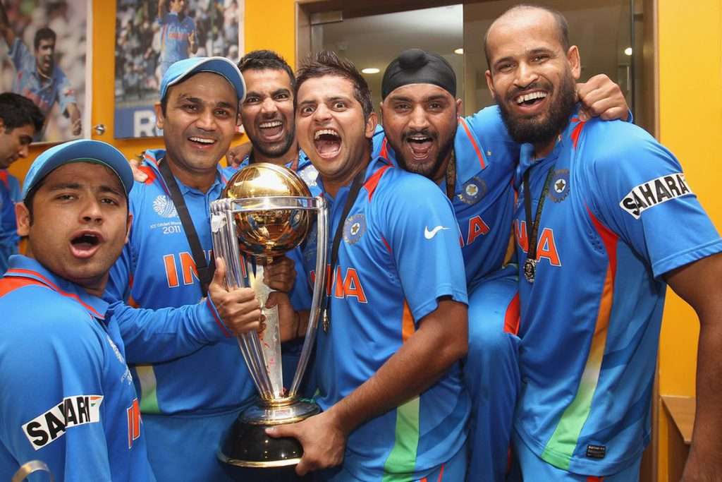 Suresh Raina & Yusuf Pathan with other team members of World Cup Squad.